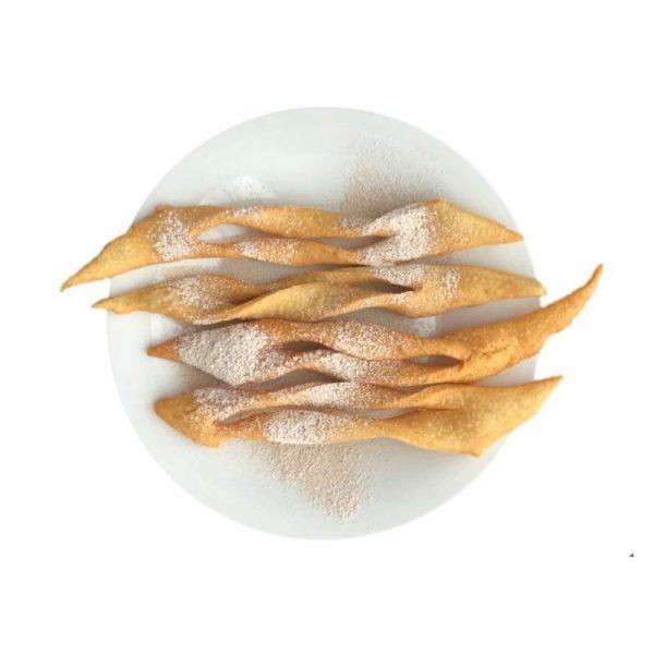 Bezglutenowe i wegańskie faworki z trzcinowym cukrem pudrem