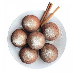 Pączki z cynamonowym cukrem pudrem