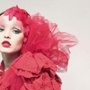 Modelka: Ksenia Kodymowska | Hair i make-up: Katarzyna Mątewska-Kowalewska | Sesję zrealizowano przy pomocy PSSW | Biżuteria: Image Silver 1 / 4