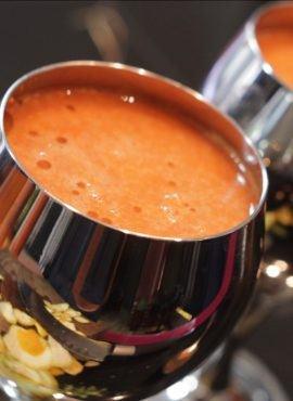 Sok marchwiowo-owocowy z imbirem bezglutenowa kuchnia wegańska Atelier Smaku