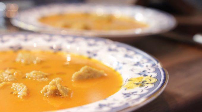Rozgrzewająca zupa z marchwi bezglutenowa kuchnia wegańska Atelier Smaku