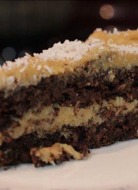 Tort czekoladowo-kokosowy bezglutenowa kuchnia wegańska Atelier Smaku