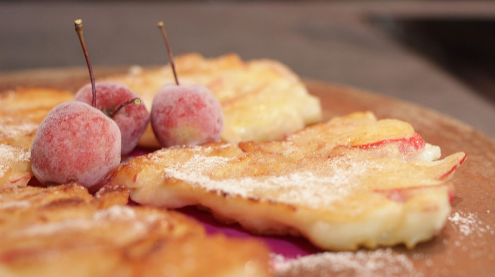 Ryżowe racuchy z jabłkami bezglutenowa kuchnia wegańska Atelier Smaku