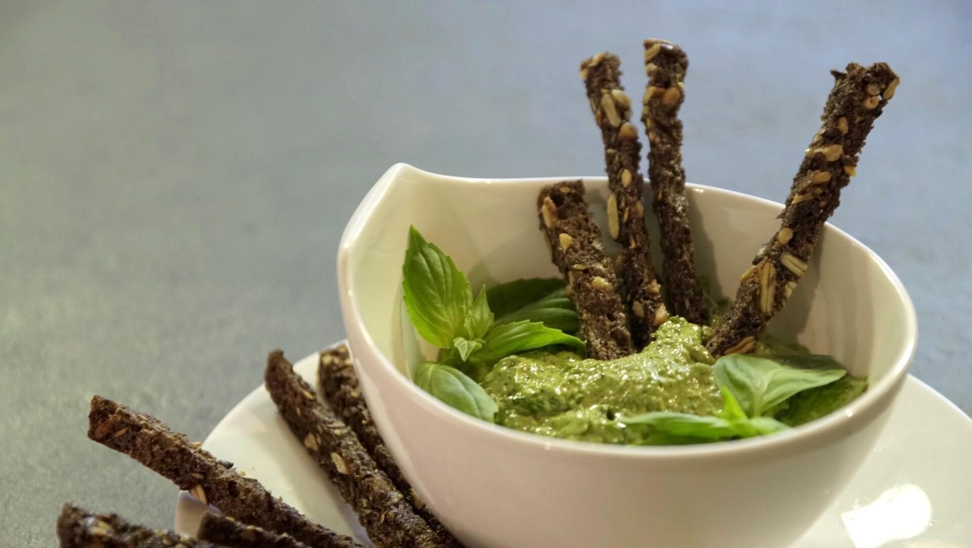 Pesto z konopi i bazylii bezglutenowa kuchnia wegańska Atelier Smaku