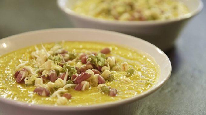 Zupa krem z brukwi z pulpą z mango wegańska i bezglutenowa