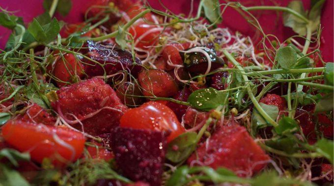Sałatka z polentą bezglutenowa kuchnia wegańska Atelier Smaku