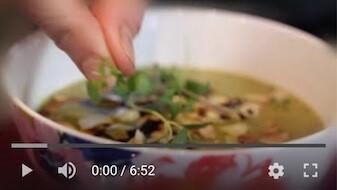 44YT Bezglutenowa i wegańska zupa krem z groszku